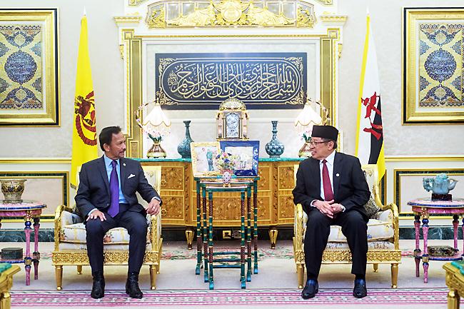 HEADLINE: BRUNEI- His Majesty grants audience to Sarawak Chief Minister