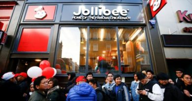 LONDON- Crowds brave London chill for Philippine fast-food giant Jollibee's British debut