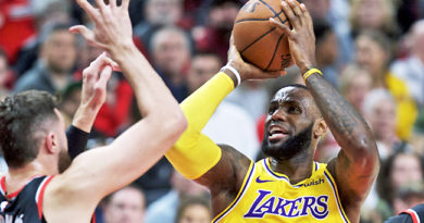 NBA- LAKERS vs. PORTLAND: PORTLAND- James scores 28, Lakers defeat Blazers 114-110