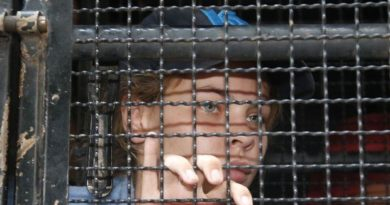POLITICS: MOSCOW- Belarusian escort detained in Moscow