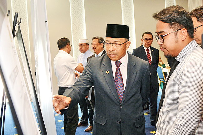 HEADLINE : BRUNEI – Contracts signed for three projects costing BND15M