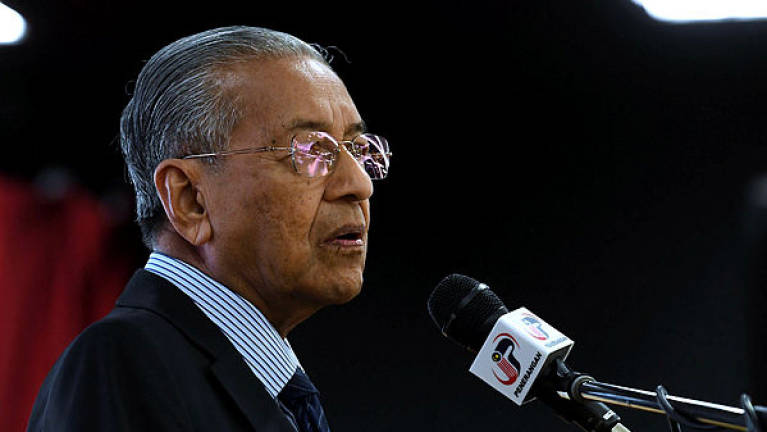 KUALA LUMPUR-  Smooth power transition shows M'sian democracy works: Mahathir