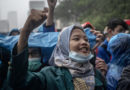 PHOTOGRAPHY: Photos News- Students Brave Rain to Demand Cancellation of Job Creation Law